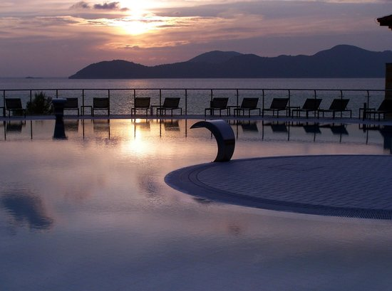 Radisson Blu Resort & Spa at Dubrovnik Sun Gardens: Infinity pool in grounds