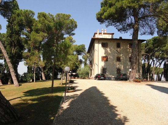 Relais Villa Petrischio: Villa Hotel from apartments