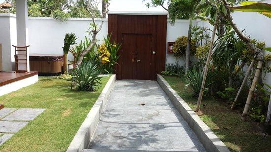 The Samaya Bali Seminyak : Villa 109 Eingang von der Villa aus
