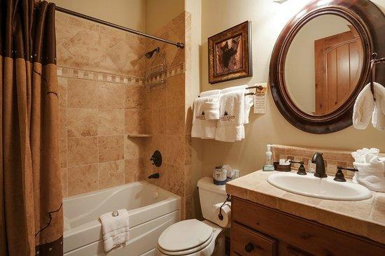 Stonewood Townhomes : Bath