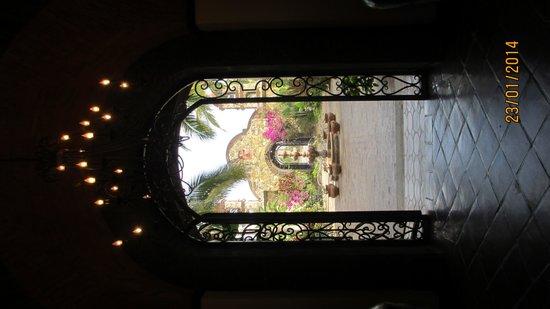 Hacienda Cerritos Boutique Hotel : from main room into atria