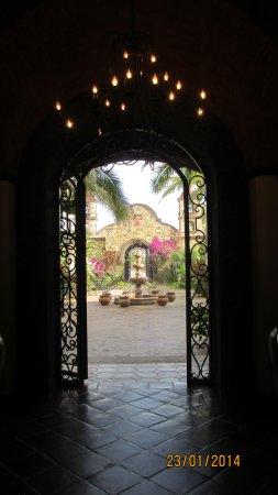 Hacienda Cerritos Boutique Hotel: from main room into atria