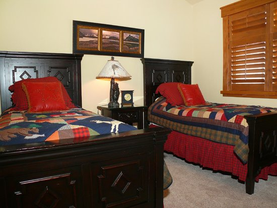 Stonewood Townhomes: Bedroom
