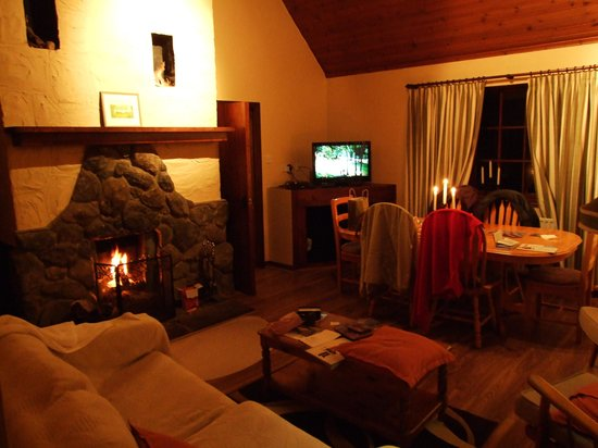 Connemara Country Cottages: The Corrib living room