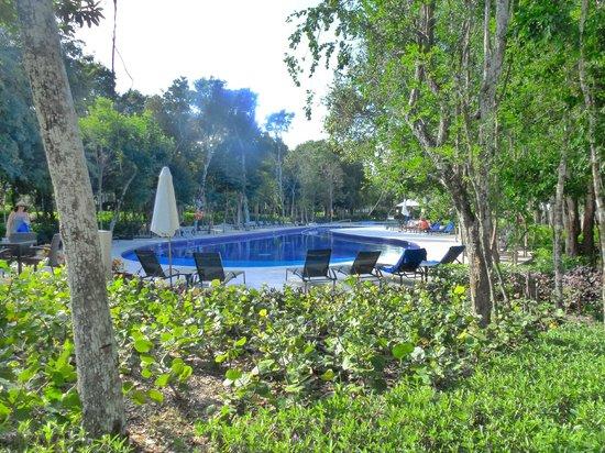 Luxury Bahia Principe Sian Ka'an Don Pablo Collection: poolarea near senote snackbar