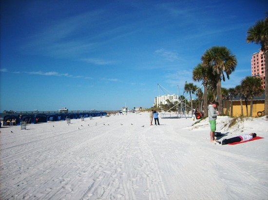Gulf Beach Inn: Walk just down from Travel lodge to beach. Perfect distance.