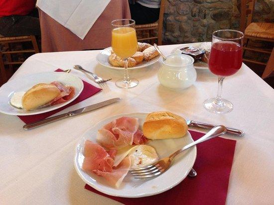 Relais Poggio Borgoni: Tavolo a colazione