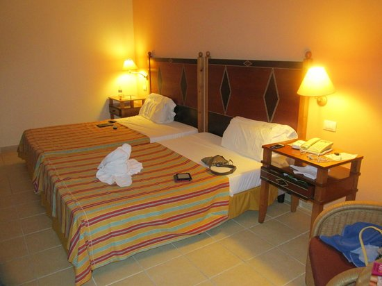 Blau Varadero Hotel Cuba: Typical two double bed room
