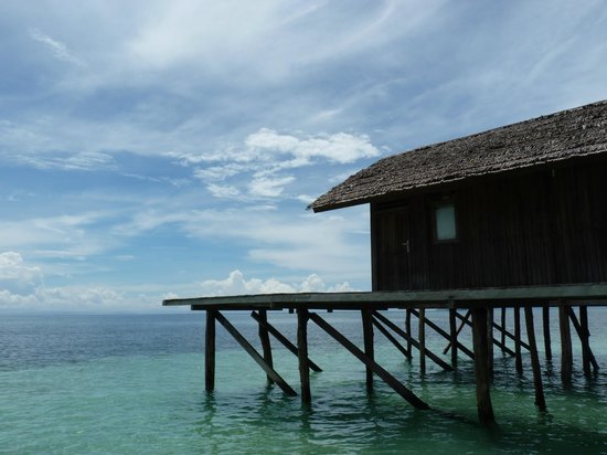 Raja Ampat Doberai Eco Resort: Room on stilts over the water
