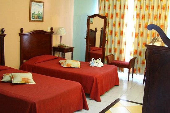 Hotel La Unión Managed by Meliá Hotels International: Bedroom Facing Street
