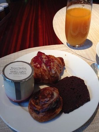 Le Royal Monceau-Raffles Paris : Ispahan yogurt and Croissant by Pierre Hermé