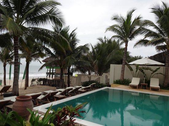 Villa Aria Muine : у басейна