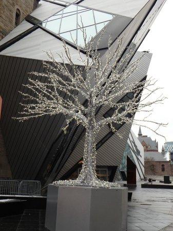 Royal Ontario Museum (ROM): vista parcial externa