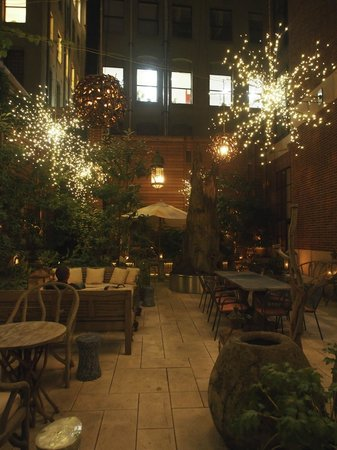 Crosby Street Hotel: The hotels courtyard at night