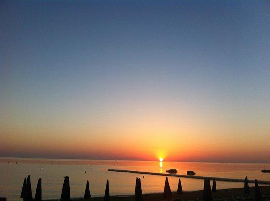 Odessa Beach Hotel: Пляж на рассвете