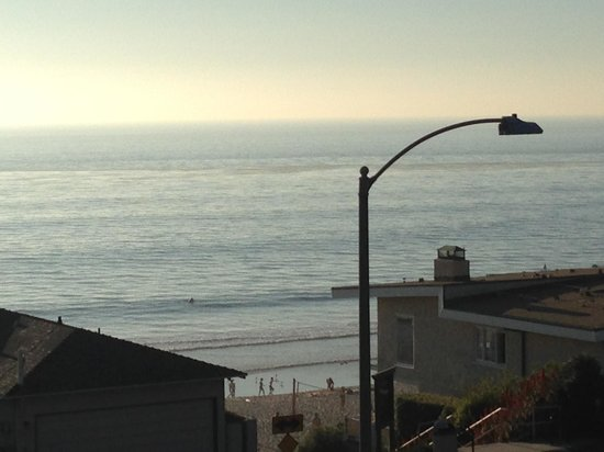 Carlsbad Inn Beach Resort : Carlsbad Beach and public access right across the street