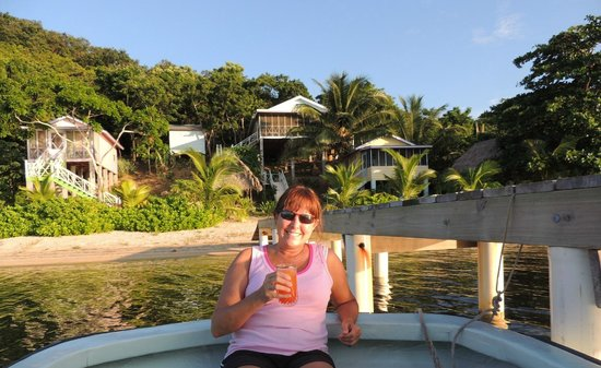 Guanaja Caribbean Cottages Resort: Took my drink to boat while waiting for sunset.