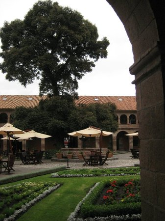 Belmond Hotel Monasterio: The view of the ancient tree in the courtyard
