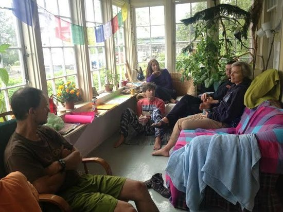 Sitka International Hostel: Gorgeous Sunroom/ Greenhouse