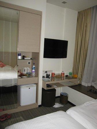 Aqueen Hotel Lavender: Our room