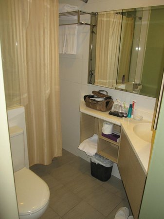 Aqueen Hotel Lavender: Bathroom