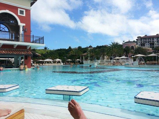 Sandals Grande Antigua Resort & Spa : Med pool.
