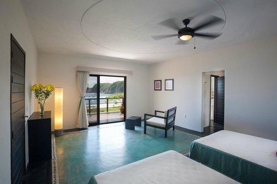 Manta Raya Hotel : Room