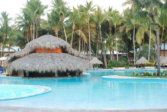 Grand Palladium Punta Cana Resort & Spa : swim up bar early morning