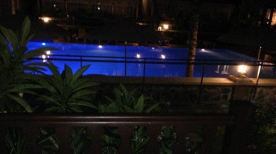 Hôtel Les Créoles : vue piscine la nuit