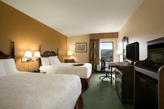 Hampton Inn Bedford: 2 Queen Beds Room