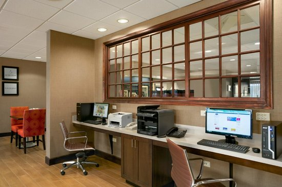 Hampton Inn Bedford: Business Center