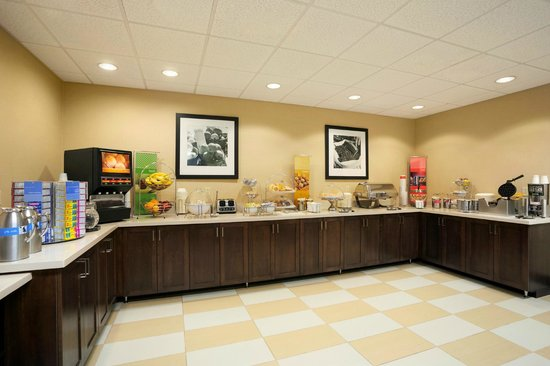 Hampton Inn Bedford: Free Breakfast Buffet