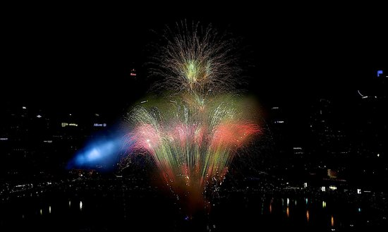 Novotel Sydney on Darling Harbour : Fire works as seen from our room on level 10