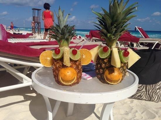 Sandos Cancun Lifestyle Resort: cocktails