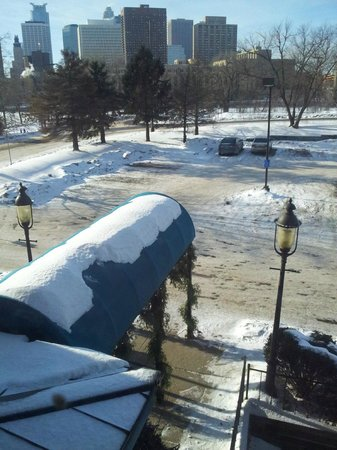 Nicollet Island Inn : Parking lot and view