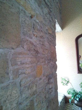 Nicollet Island Inn : Hallway showing original stone walls
