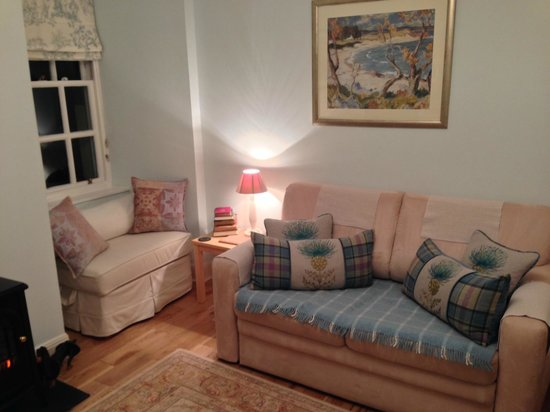 Pilrig House: Living room with garden window seat