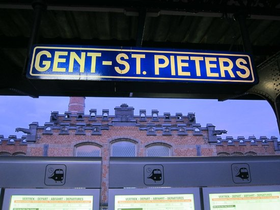 Gent-Sint-Pieters Railway Station: The name is spelled many ways