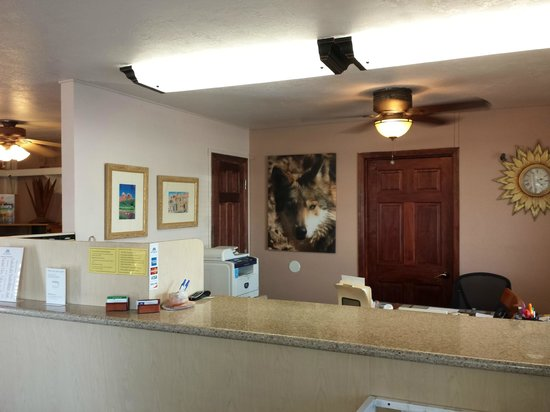 Americas Best Value Inn : front desk