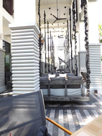 Shinta Mani Angkor : Hanging cabana beds for meals.