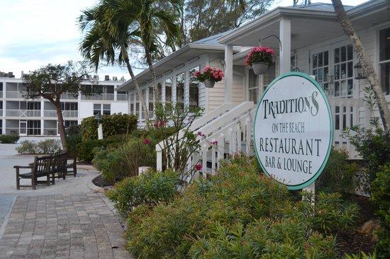 Island Inn : Entrance to Traditions Restaurant