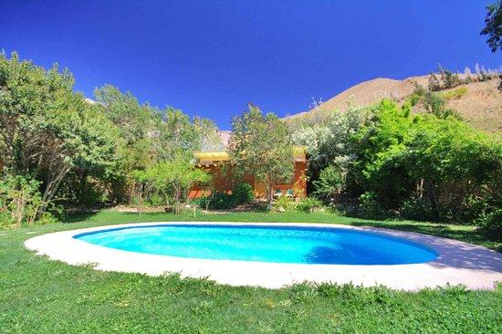 Foto de el jardin secreto pisco elqui sala de masajes for Piscina jardin secreto