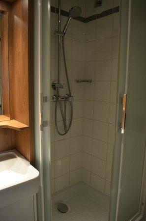 Campanile Paris 19 - La Villette : standing shower