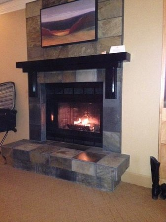 Hilton Whistler Resort & Spa: In room fireplace is very cozy!