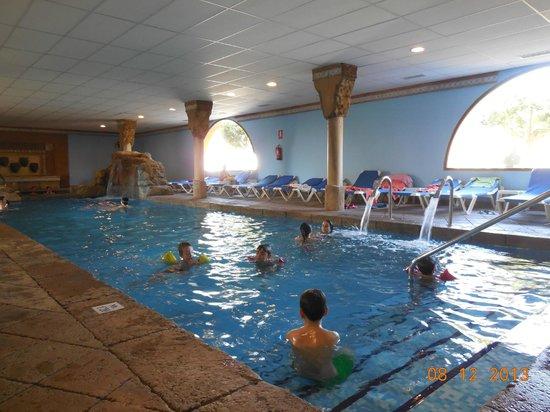 Foto de playaballena spa hotel rota piscina climatizada for Hoteles con piscina climatizada