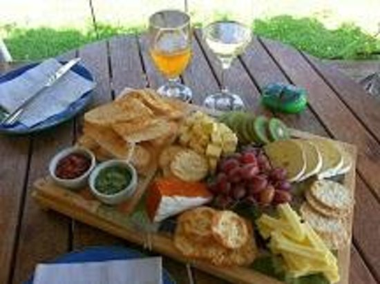 Wai ariki Farm Park, Cafe & Gallery: Delicious Cheese Platter for two