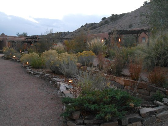 Ojo Caliente Mineral Springs Resort and Spa : grounds around suite