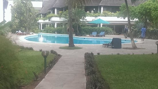 Travellers Beach Hotel & Club : POOL AREA