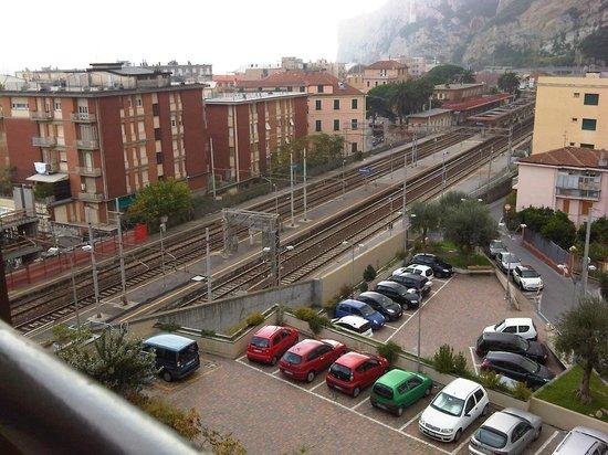 Hotel San Giuseppe: vista della stazione dalla mia camera