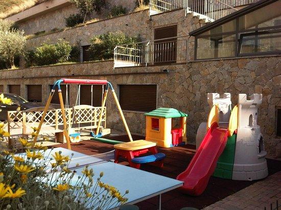 Hotel San Giuseppe: Alcuni giochi per bimbi vicino alla piscina